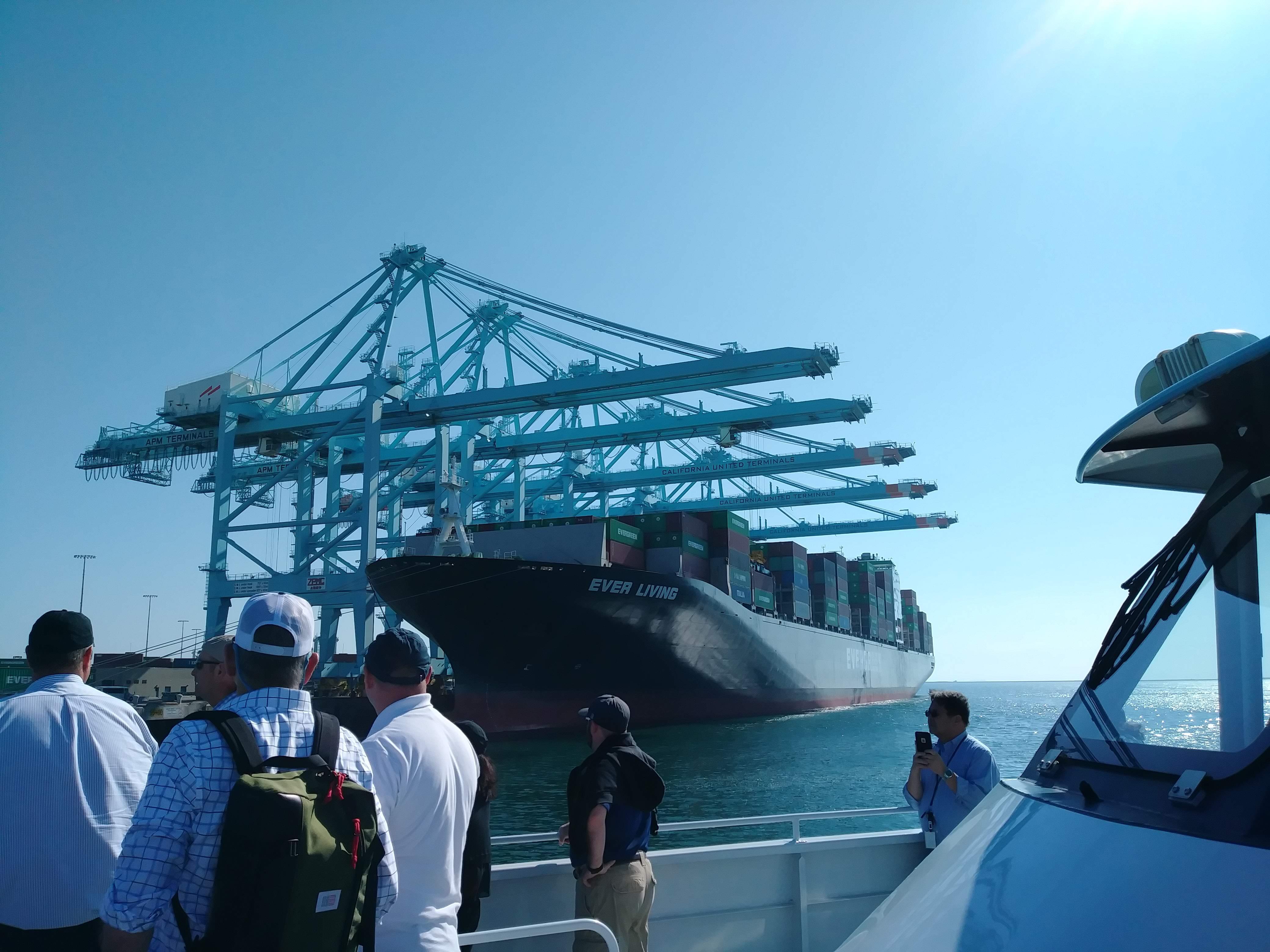 EVERGREEN社が運営するコンテナ船。
