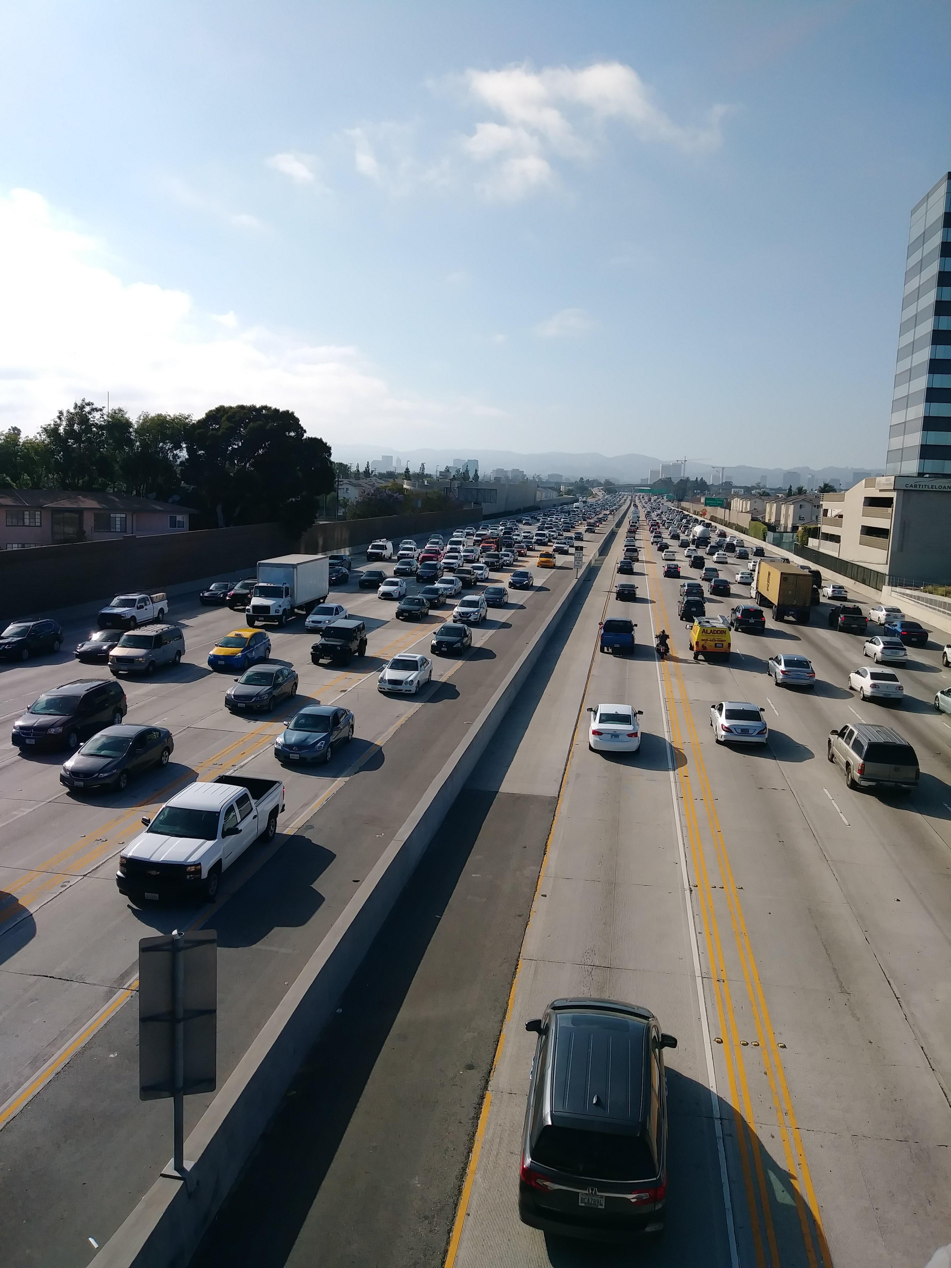 頭を悩ます交通渋滞