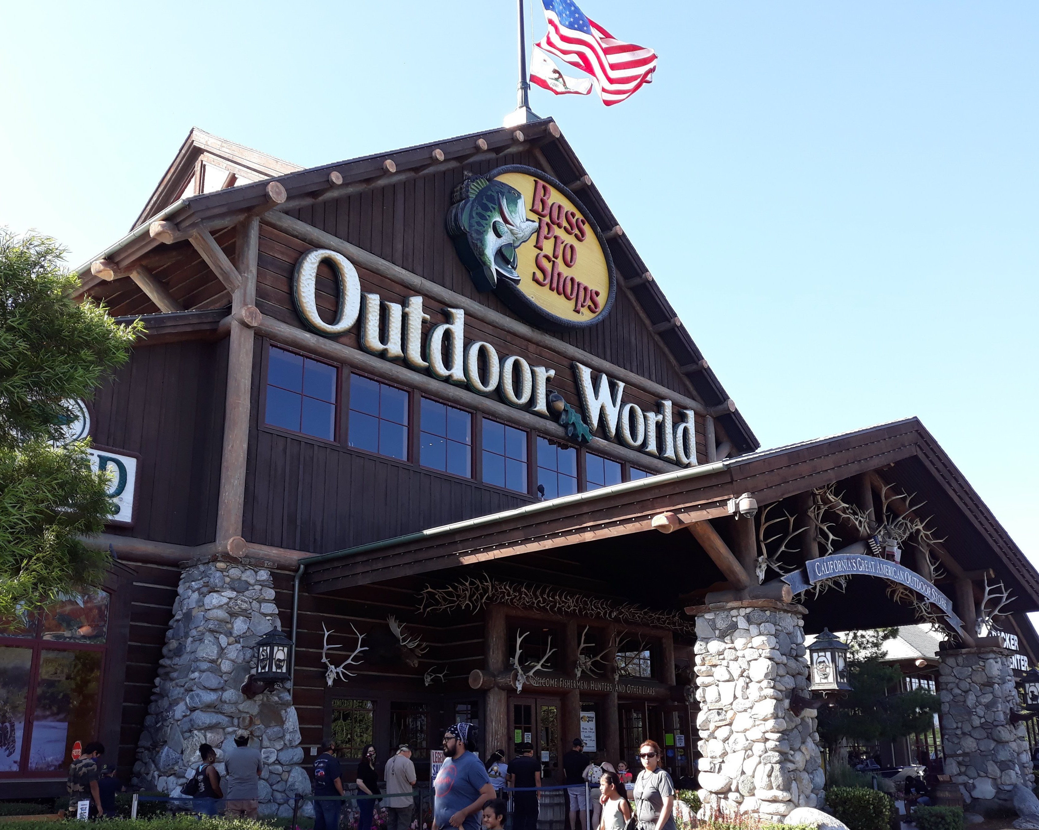 A huge size of outdoor store in Los Angeles County
